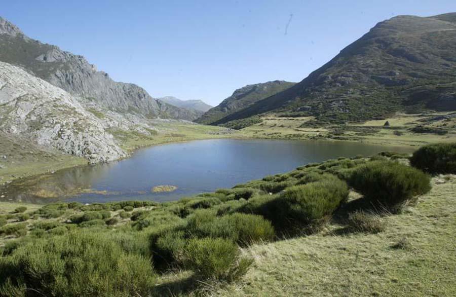 lago isoba escursión aragonito azul bembibre el bierzo